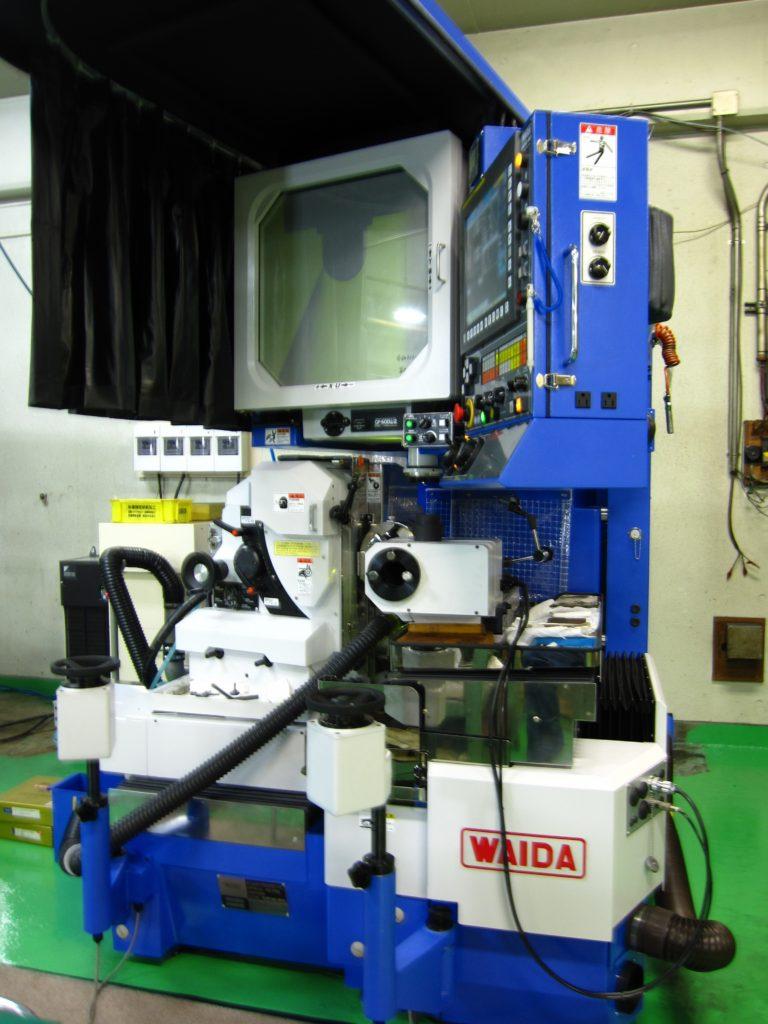 和井田製作所製プロファイル研削盤SPG-Wi